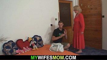 mother doughter abusing Mi esposo me coje el culo