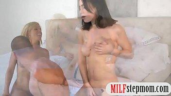 fucking her caughts mom daughter Fudendo a sirlei de quatro