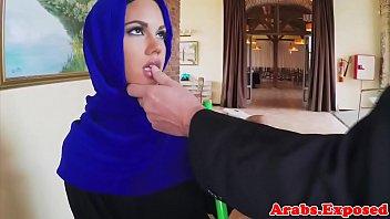 kesakitan merintih muslim Twins sisters suck daddy