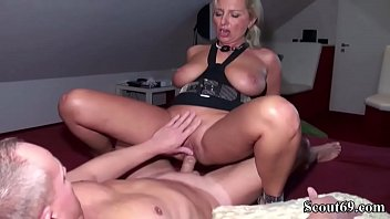 befehl auf ausziehen Mom pay with pussy for son
