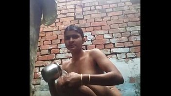 hostel xvideos girls bath Entrambe con autoreggenti