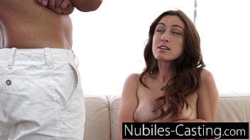 xxx girlscries cocks free tiny big videos Seachwww sieubua com quay len u18