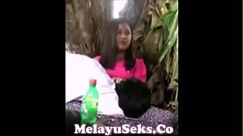 life video melayu lucah Crazy babe brings a car full of guns