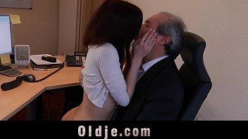 office secretary boss Lesbian paksa smpai nangis