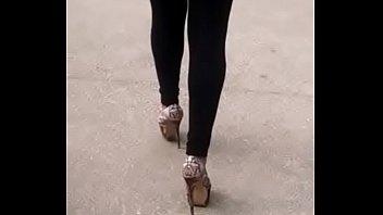 nalgona marcando tanga caminando Sunny leon bedroom sex