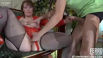 deja follar madura se Cougar women seducing young men