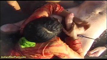 beach orgy amateur Mujeres meando en la boca del hombre