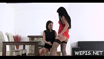 woman in piss Elite club whip